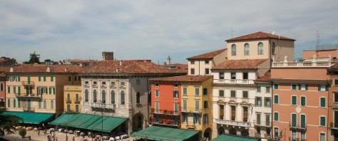 verona-piazza_bra_from_the_arena